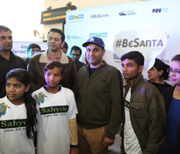 Virender Sehwag and RJ Anant with kids from Sahyog